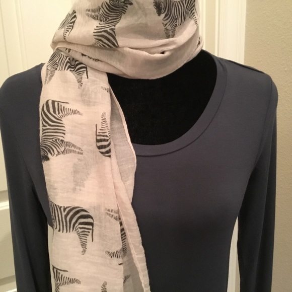 Cable & Gauge Tops - Cable & Gauge soft and silky long sleeve grey top